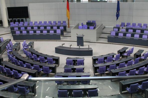 GASTSPIEL RAINER STENZENBERGER: Nach oben sitzen in der Politik