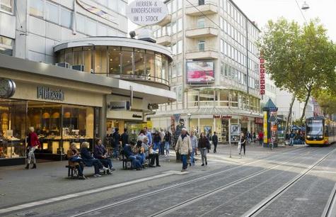 """10 mit Messern gegen 2 Unbewaffnete: """"Personengruppen halt"""""""