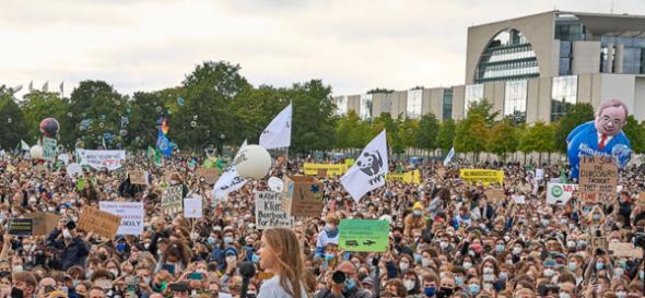 """Thunberg will die """"Änderung des Systems"""" – und alle klatschen brav"""